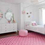 Сочетание белого и розового в интерьере