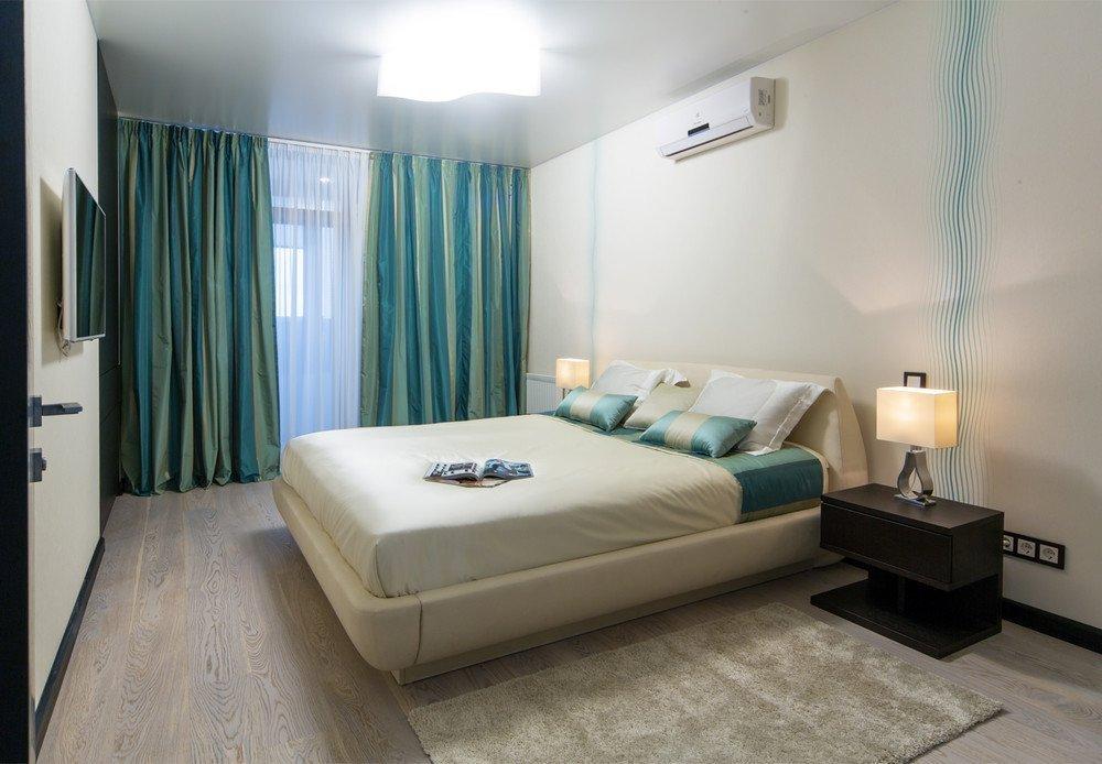 Дизайн спальни в бирюзово-песочных тонах