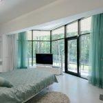 Панорамные окна в комнате