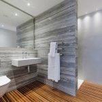 Серый и коричневый в дизайне ванной