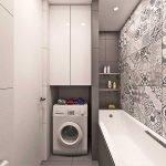 Машинка-автомат в небольшой ванной комнате