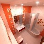 Дизайн узкой ванной комнаты в оранжевых тонах