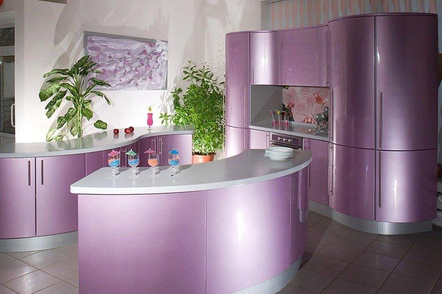 Необычный дизайн фиолетовой кухни