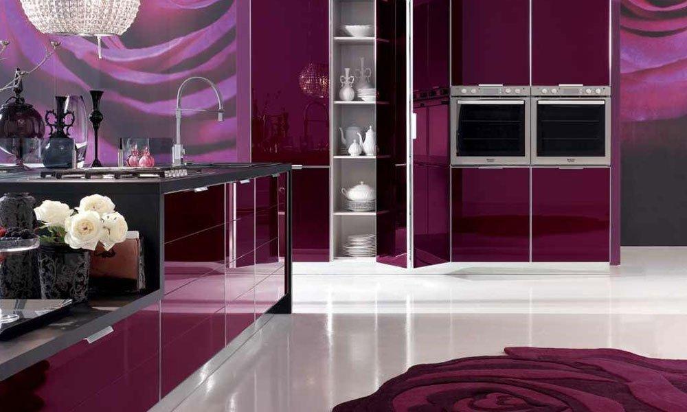 Стильная фиолетовая кухня
