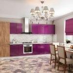 Дизайн бело-фиолетовой кухни