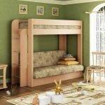Двухъярусная кровать в комнате в зеленых тонах