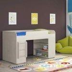 Стена шоколадного цвета в дизайне детской