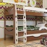 Коричнево-белая двухъярусная кровать