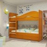 Интерьер детской с деревянной кроватью