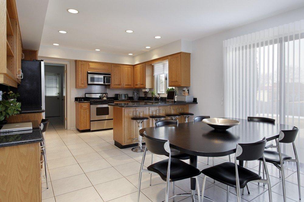 Расстановка мебели на кухне и столовой
