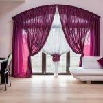 Драпировка фиолетовых штор и белой гардины