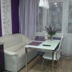 Белый и фиолетовый в интерьере кухни