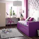 Комната подростка в фиолетовых тонах