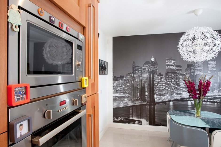 Фотообои с городом на кухне
