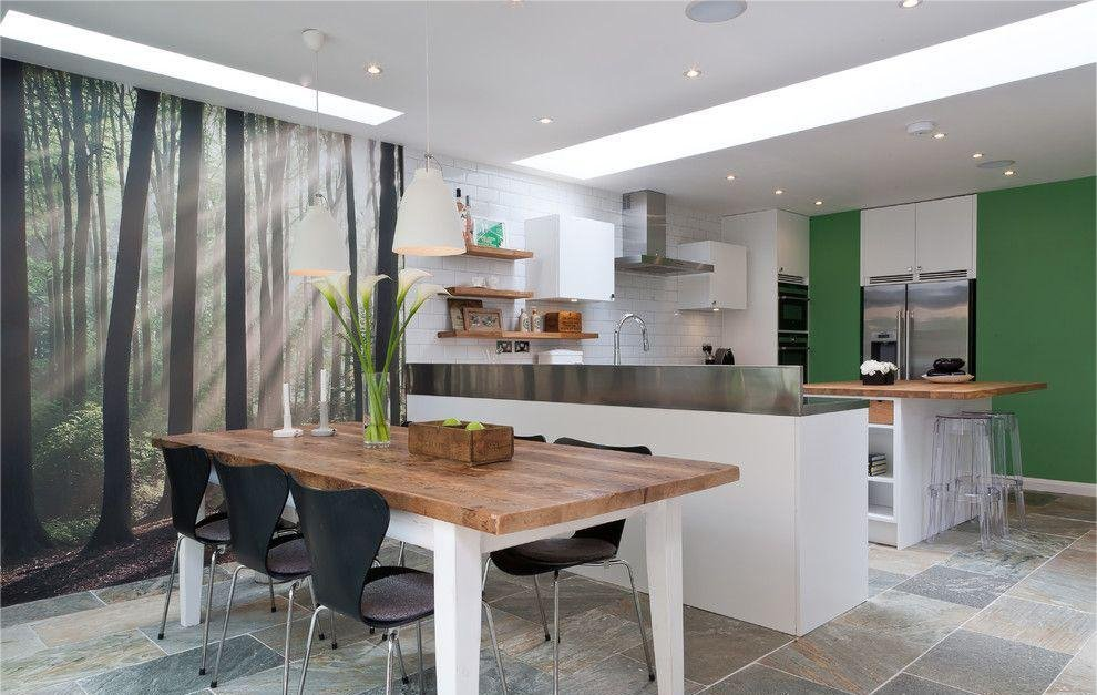 Фотообои в просторной кухне