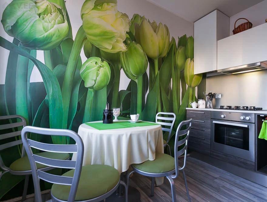 Обои с тюльпанами на кухне