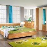 Оттенки зеленого и желтого в дизайне спальни