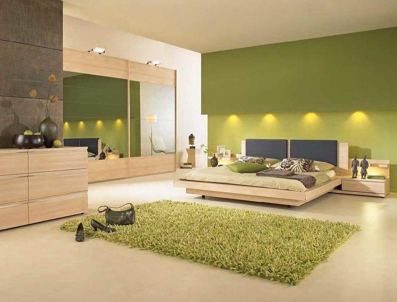 Интерьер спальни в зеленых тонах с подсветкой
