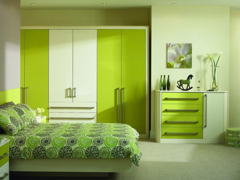 Интерьер спальни светло-зеленого цвета