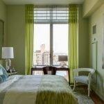 Оливково-бежевая спальня