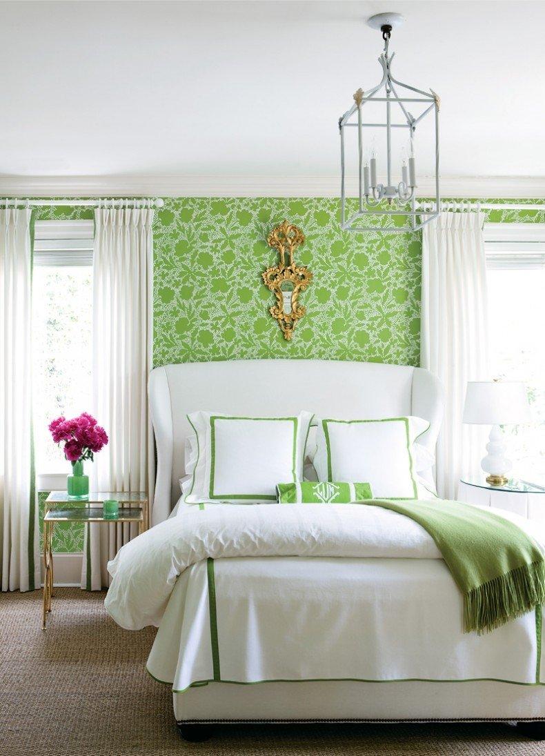 Аксессуары в спальне зеленого цвета