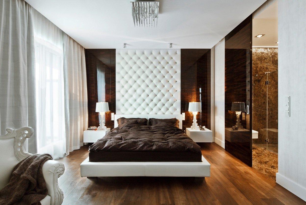 Белый в сочетании с коричневым в декоре спальни