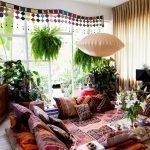 Подушки в восточном стиле на диване