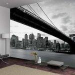 Черно-белые фотообои с городом и мостом