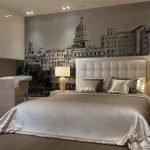 Спальня в классическом стиле с фотообоями