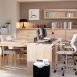 Мебель из дерева в комнате