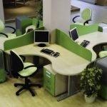 Зелено-бежевая офисная мебель