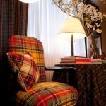 Шотландская клетка в дизайне гостиной