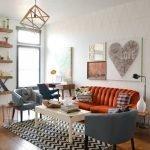 Оранжевый диван и серые кресла