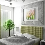 Светлая спальня в серо-зеленых тонах