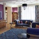 Сиреневые стены в гостиной