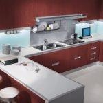 Рабочая поверхность из металла на кухне