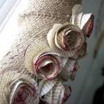 Цветы из бумажных страниц