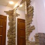 Плитка в углу и над дверью