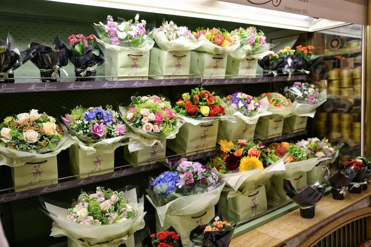 Полки с цветами