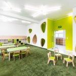 Зеленый ковер на полу