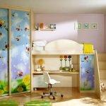 Яркие рисунки на шкафу