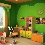 Зеленые обои в детской