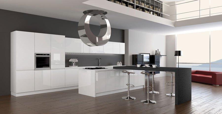 Светлая кухня с серыми стенами