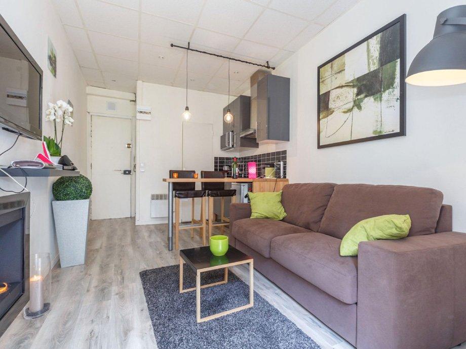 Гостиная зона в квартире студии 22 кв м
