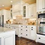Белый цвет в интерьере кухни