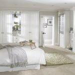 Белый цвет в интерьер спальни