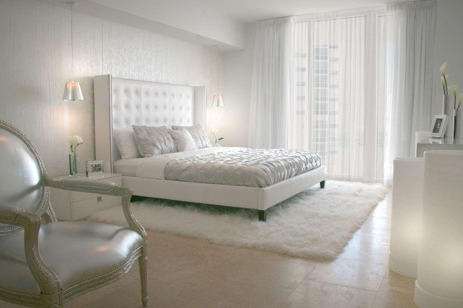 Белый цвет в дизайне спальни