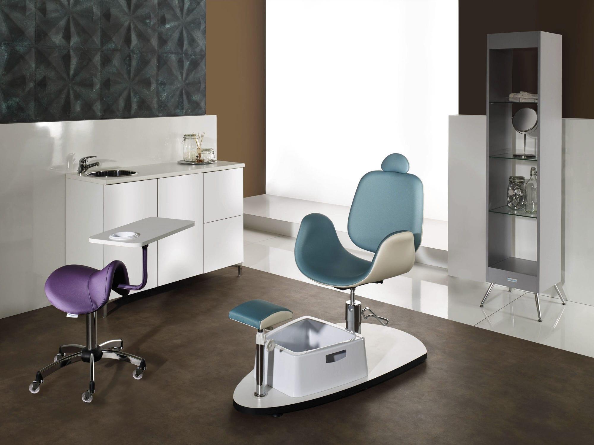 Мятное кресло для педикюра