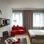 Красный диванчик