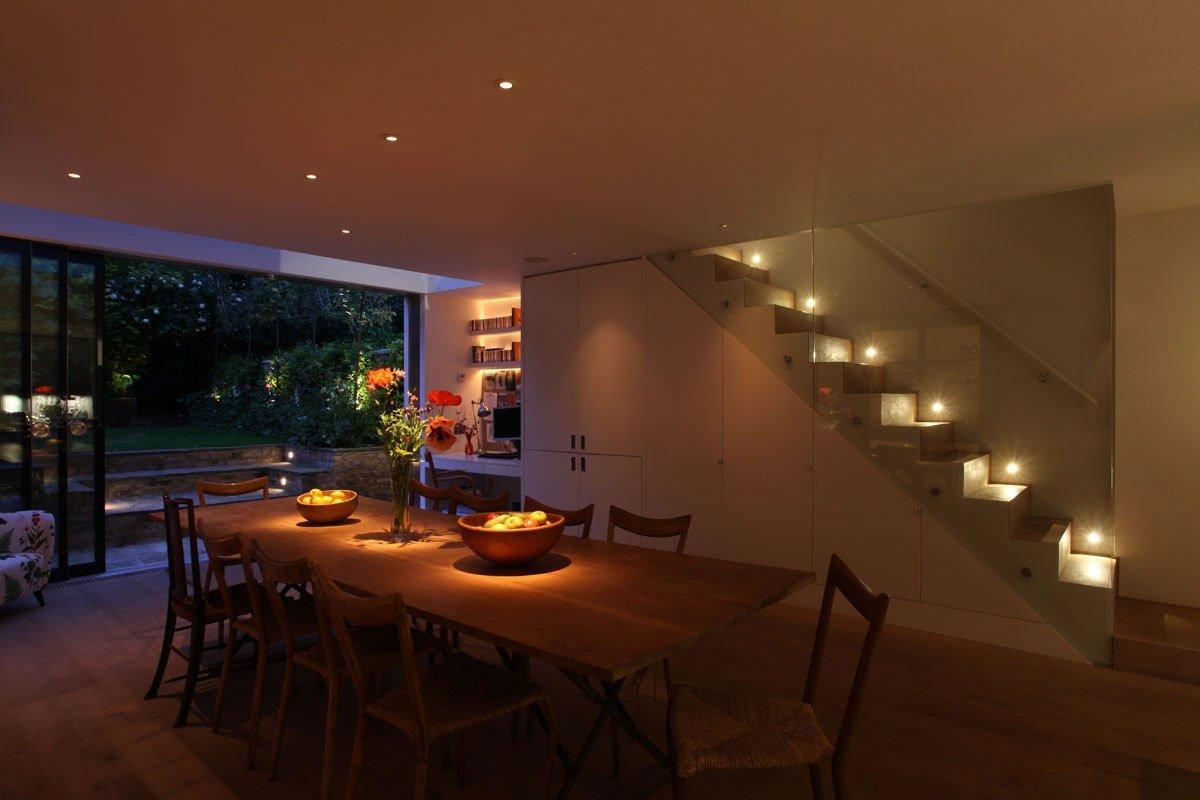 Романтическое освещение двухуровневой квартиры